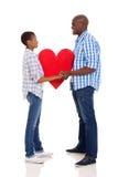 Paare, die Herz halten Stockfotografie