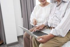 Paare, die Hotel kochen lizenzfreie stockbilder