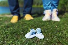 Paare, die ihr Baby erwarten Lizenzfreie Stockfotografie