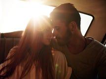 Paare, die ihre Liebe genießen Lizenzfreies Stockbild