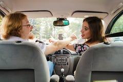 Paare, die im Auto argumentieren lizenzfreies stockfoto