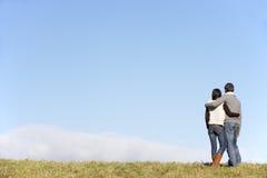 Paare, die im Park stehen Stockfoto