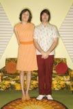 Paare, die im Raum stehen. Stockfotografie