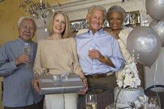 Paare, die 25. Jahrestag feiern Stockbild