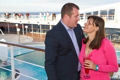 Paare, die Kreuzfahrt-Ferien genießen Lizenzfreies Stockfoto