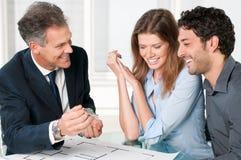 Paare, die neues Haus träumen Lizenzfreies Stockfoto