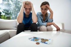 Paare, die nicht Geld haben Stockbild