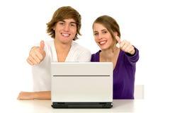 Paare, die sich Daumen zeigen Lizenzfreie Stockbilder