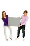 Paare, die unbelegtes Zeichen anhalten Lizenzfreie Stockfotos