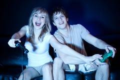 Paare, die Videospiele spielen Lizenzfreies Stockfoto