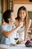 Paare, die zu Abend essen Stockfotografie