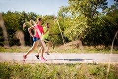 Paare, die zusammen laufen Lizenzfreie Stockbilder