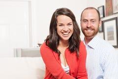 Paare, die zusammen Spaß haben Stockbild