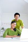 Paare, die zusammenarbeiten Stockbilder
