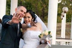 Paare draußen haben Spaß Lizenzfreie Stockfotos