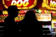 Paare an einer Messe Stockfoto