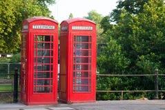 Paare England-Telefon boothes Lizenzfreie Stockfotografie