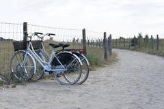 Paare Fahrräder lizenzfreie stockfotos