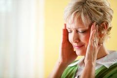 Paare: Frau hat Kopfschmerzen Stockfoto