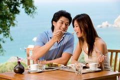 Paare am Frühstück Stockfotos