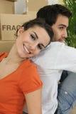 Paare glücklich, eingezogen zu haben Lizenzfreie Stockfotografie