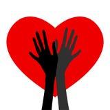 Paare Hände auf Herzhintergrund Stockfotos