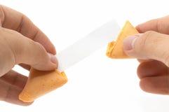 Paare Hände, die ein fortun öffnen Lizenzfreies Stockfoto