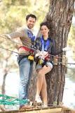 Paare im Abenteuerpark Lizenzfreie Stockfotos