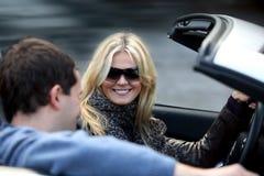 Paare im Auto Stockfotografie