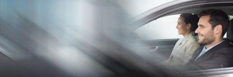 Paare im Auto mit Übergangseffekt Stockfotos
