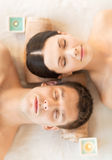 Paare im Badekurort Lizenzfreie Stockfotos