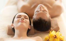 Paare im Badekurort Lizenzfreie Stockbilder