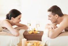 Paare im Badekurort Lizenzfreies Stockfoto