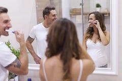 Paare im Badezimmer Stockfotografie