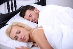 Paare im Bett Stockfoto
