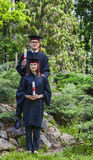 Paare im Graduierungstag Stockbild