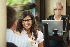 Paare im Kaffee Lizenzfreies Stockbild