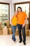 Paare im neuen Haus Stockbild