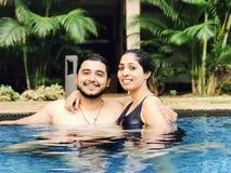 Paare im Pool Lizenzfreies Stockfoto