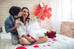 Paare im Schlafzimmer stockfotografie