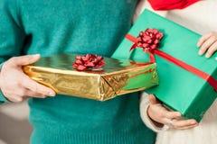 Paare im Weihnachten stockfotografie
