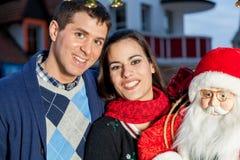 Paare im Weihnachten Lizenzfreies Stockbild