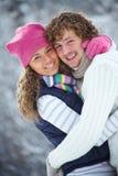 Paare im Winter lizenzfreie stockfotos