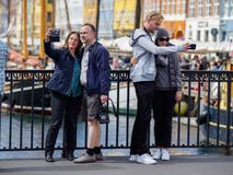 Paare in Kopenhagen stockfotos
