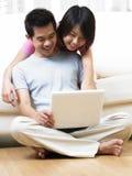 Paare an lebender Halle Lizenzfreies Stockfoto