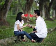 Paare mit Ausschnittinnerem Lizenzfreie Stockbilder