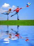 Paare mit Ballonen Stockfotografie