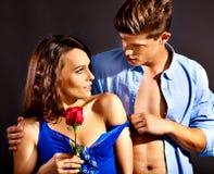 Paare mit Blume Lizenzfreie Stockbilder