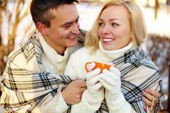 Paare mit Cup Lizenzfreie Stockfotografie