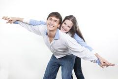 Paare mit den Händen aufwärts angehoben Lizenzfreies Stockfoto